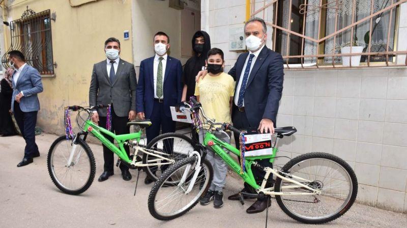 Bursa'da 14 yaşındaki Emirhan'a mektuptan bisiklet çıktı