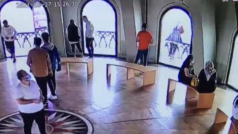 Galata Kulesi'nden atlayan genç kız kamerada