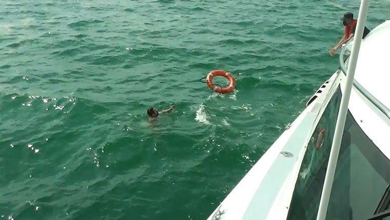 Bursa'da teknesi müsilajlara takılınca kaptan dengesini kaybetti