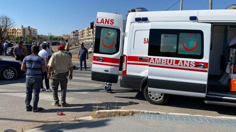 Mardin'de trafik kazası motosiklet otomobile çarptı 2 yaralı