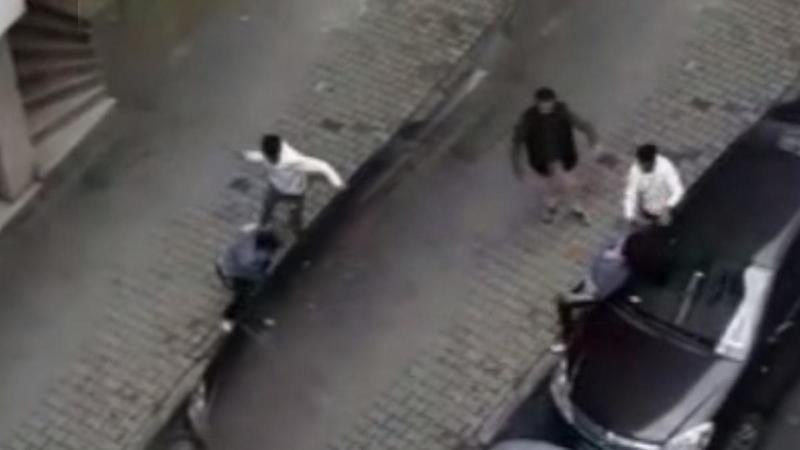 İstanbul'da hamile eşini sokak ortasında dövdü
