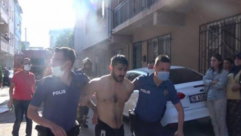 Bursa'da evini ateşe veren adam satır ve bıçakla direndi