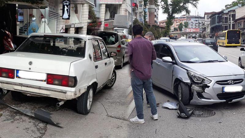 Bursa Altıparmak caddesinde ışık ihlali yapan araç kazaya karıştı