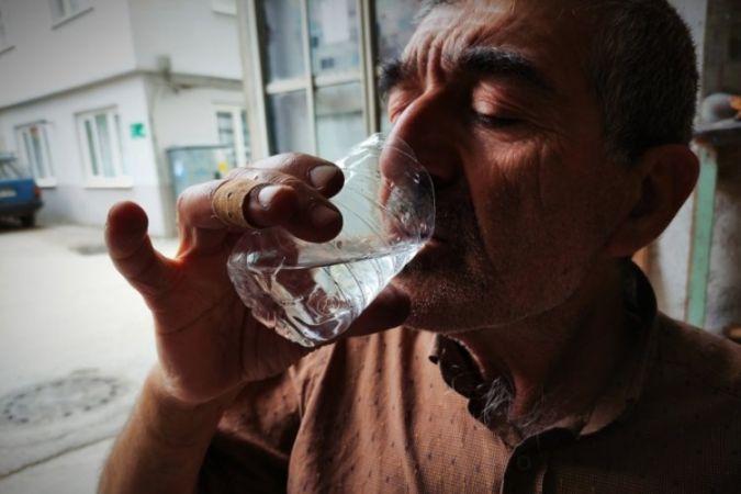 Bursalı demirci koronavirüsten korunmak için demir suyu içiyor