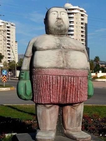 Efsane boksör Sinan Şamil Sam heykeline tepkiler büyüyor