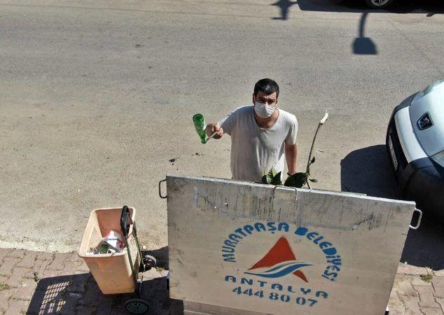 Çöp toplayarak KPSS'de Türkiye 25'incisi oldu 40 bin lira dolandırıldı