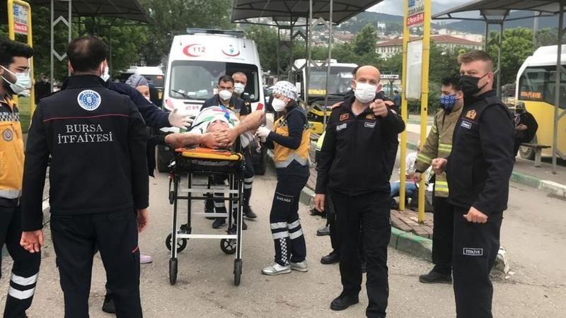 Bursa'da durağa dalan otomobil 5 kişiyi ezdi