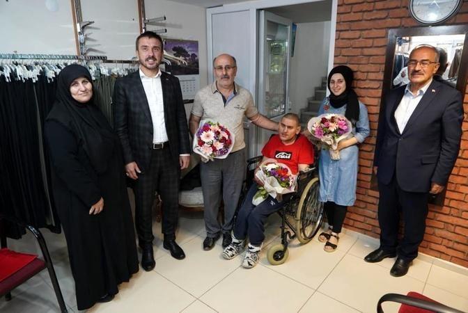 Bursa Kestel Belediyesi hayatını engelli oğluna adayan babayı 'Yılın Babası' seçti