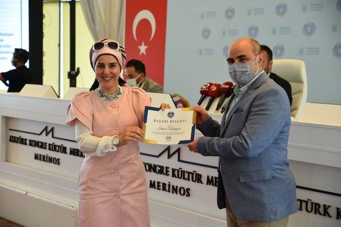 Bursa Büyükşehir Belediyesi başarılı personelleri ödüllendirdi
