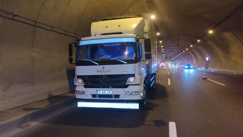 Bursa'da trafik kazası! Kamyona arkadan çarptı