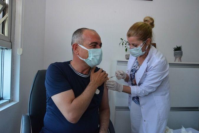 Gemlik Belediye Başkanı Mehmet Uğur Sertaslan aşı oldu