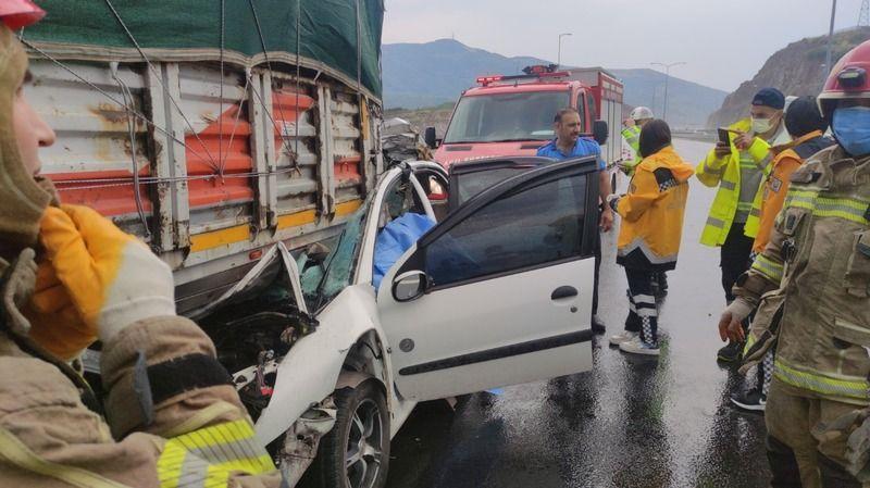Bursa'da tıra çarpan otomobilin sürücüsü feci şekilde can verdi