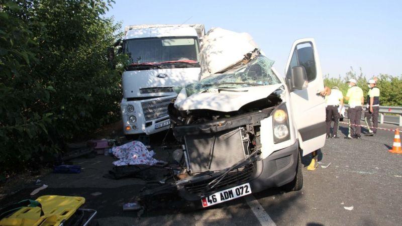 Elazığ'da düğün yolunda kaza 3 ölü, 10 yaralı