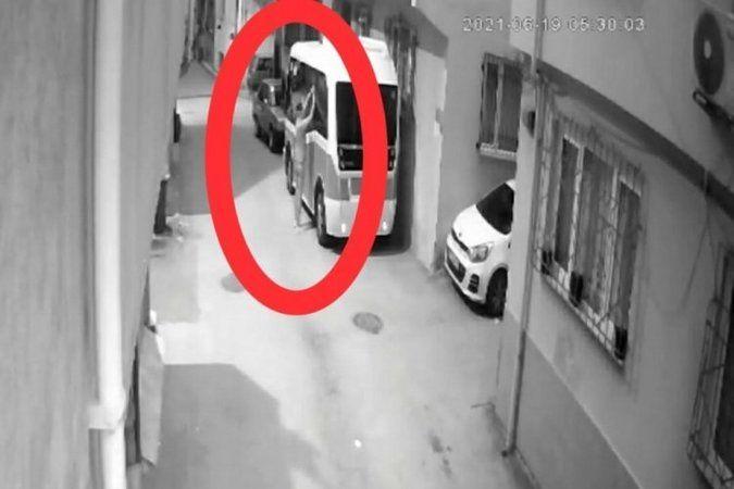 Bursa'da fare deliğinden girdiği, minibüsü soydu