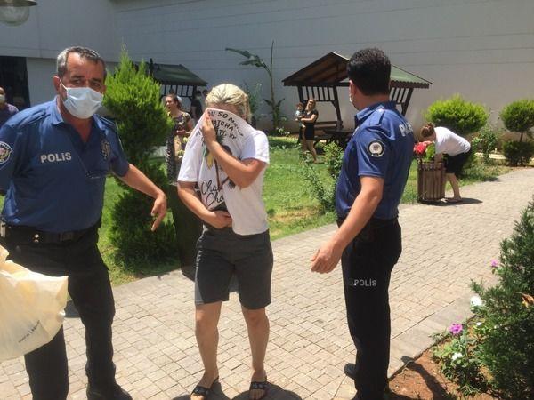 Adana'da kocasını bıçakladı gözyaşlarına boğuldu