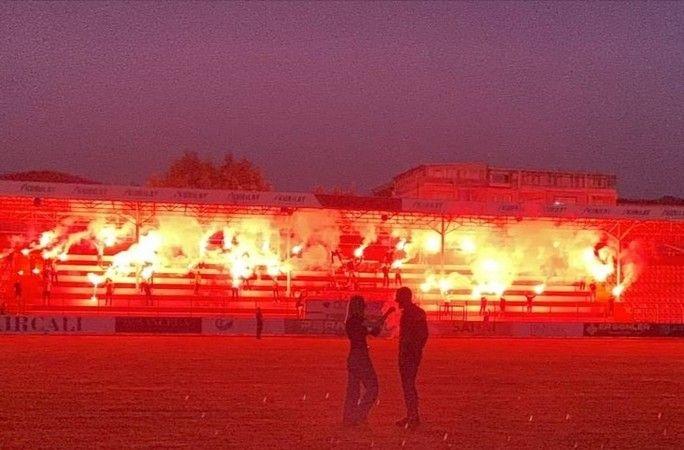 İnegöl Stadyumunda sürpriz evlilik teklifi