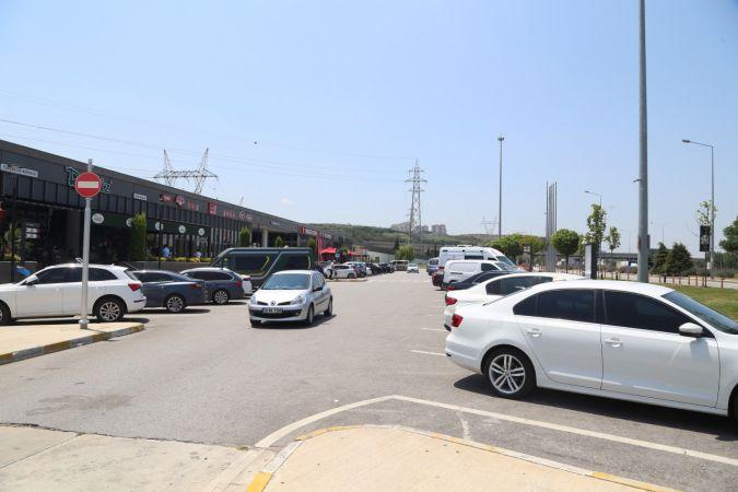 Bayram tatilinde İstanbul İzmir Otoyolunda dinlenme tesislerinde bayram tatili yoğunluğu