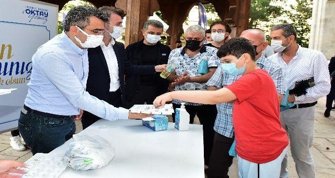 Yıldırım Belediye Başkanı Oktay Yılmaz bayramı Yıldırım Beyazıt Camii'nde karşıladı