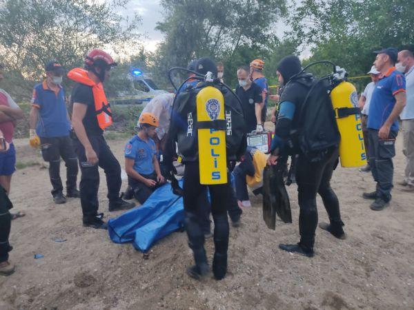 Bursa'da dereye giren adam boğuldu