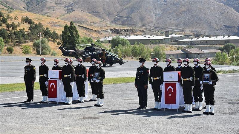 Şehit olan askerler için Hakkari'de tören düzenlendi