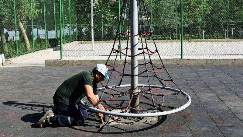 Yıldırım Belediyesi, ilçedeki tüm parkların bakım ve onarım çalışmalarını hız kesmeden sürdürüyor.