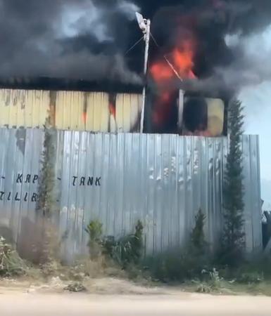 Bursa Demirtaş'taki geri dönüşüm tesisinde yangın çıktı