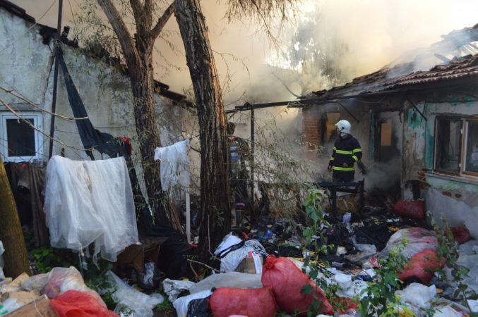 Kırklareli'nde iki ev yanarak kullanılamaz hale geldi