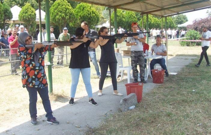 Bursa'nın Mustafakemalpaşa ilçesinde Tatkavaklı Avcılar Kulübü'nün organizasyonuyla bu yıl 3.'sü düzenlenen Av Bayramı ve Atış Sporları Turnuvası, zev