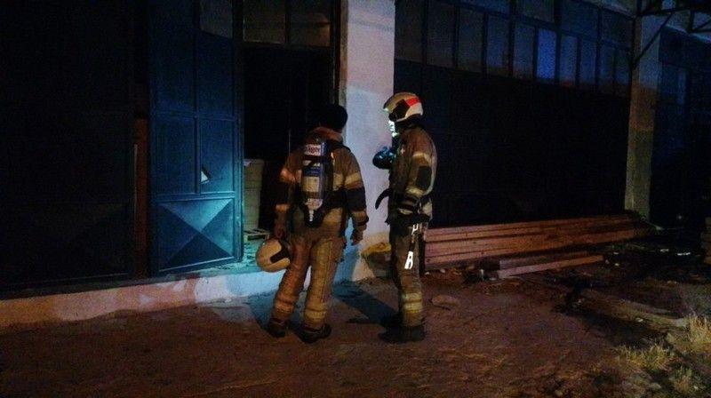 Bursa'nın İnegöl ilçesinde mobilya imalathanesinde çıkan yangın, devriye gezen polis ekiplerinin dikkati sayesinde büyümeden önlendi.
