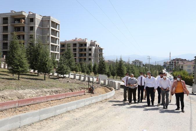 İnegöl Belediyesi, Yeni Mahalle 1. Orhangazi Bulvarında 5 ayrı parça halindeki 10.715 m2'lik koruluk alanın etrafında kaldırım ve parke taşı çalışması