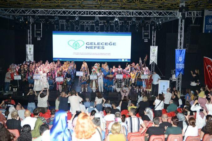 Bursa'daki halk dansları toplulukları orman yangınlarına nefes olmak amacıyla Kültürpark Açık Hava Tiyatrosu'nda bir araya geldi.