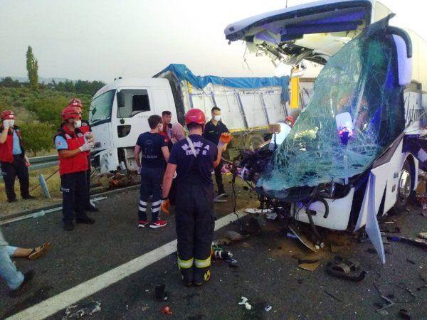 Soma'da katliam gibi trafik kazası: 6 ölü 37 yaralı