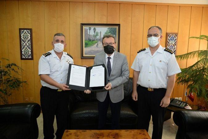 Bursa Uludağ Üniversitesi'nde jandarma ve sahil güvenlik personelinin yetiştirilmesine katkı sağlamaya yönelik özel bir protokole imza atıldı.