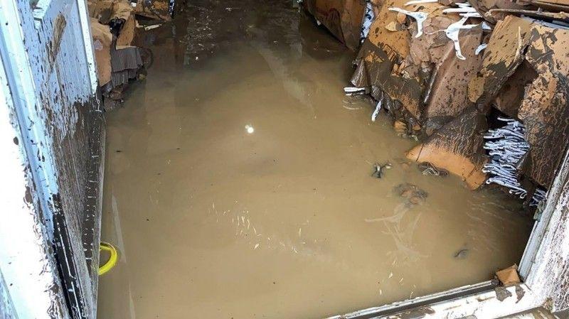 Bursa'da ev ve iş yerlerini su bastı