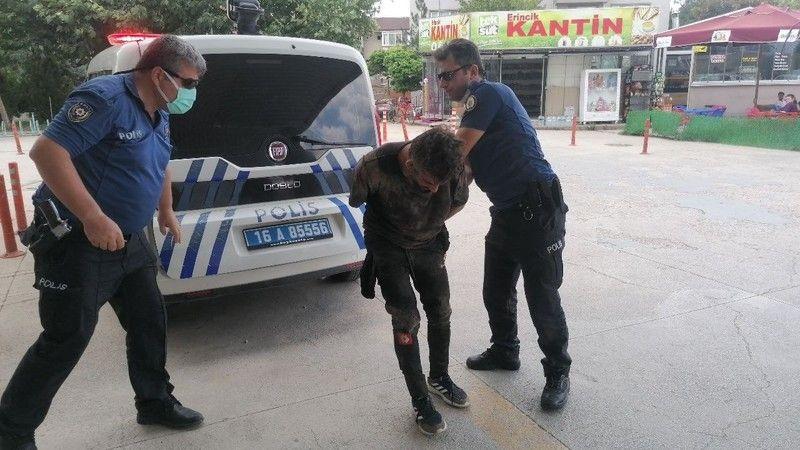 Bursa'nın İnegöl ilçesi Metal Sanayide meydana gelen olayda kaçan hırsız, polis ekiplerince uzun uğraşlar sonucu yakalandı. 10 ayrı suçtan arandığı or