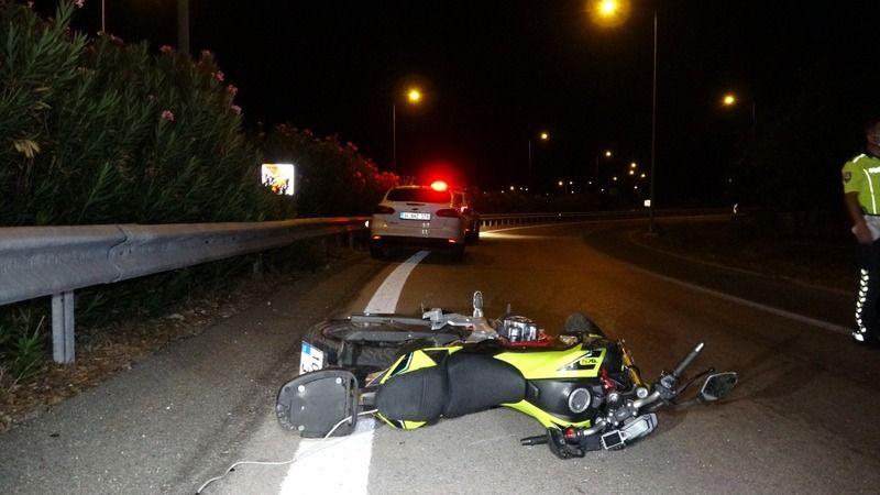 Bursa'nın Nilüfer ilçesinde viraja dikkatsiz giren motosiklet sürücüsü bariyerlere çarptı. Olay yerinde sürücü Hasan Günnü hayatını kaybetti.