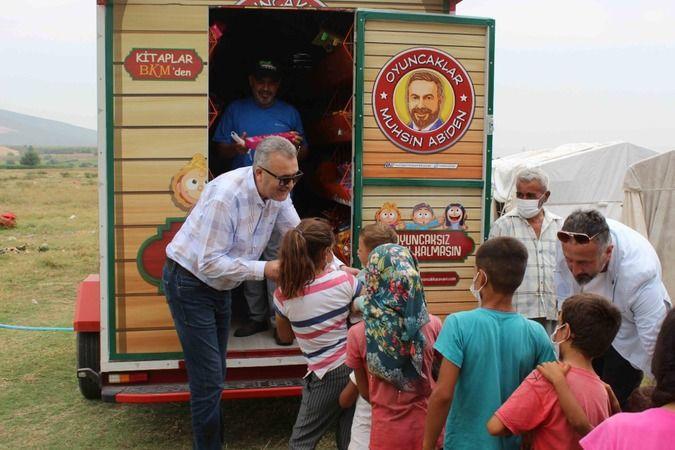 'Oyuncakçı Abi' Karacabey'de çocukların yüzünü güldürdü