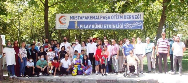 Mustafakemalpaşa'da otizmli çocuklarla pilav günü