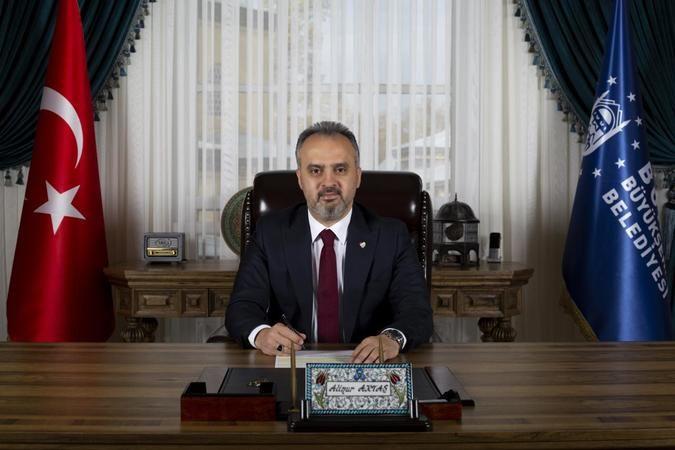 Pandemi döneminde esnafa ve ihtiyaç sahiplerine 200 milyon liradan fazla yardım yaptıklarını ifade eden Büyükşehir Belediye Başkanı Alinur Aktaş, sübv