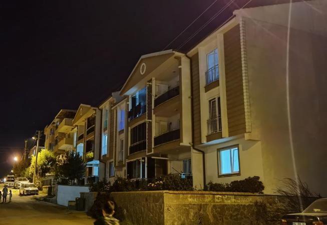 Bursa'nın İnegöl ilçesinde meydana gele olayda 2. kattaki evlerinin balkonundan düşen 3 yaşındaki çocuk ağır yaralandı.