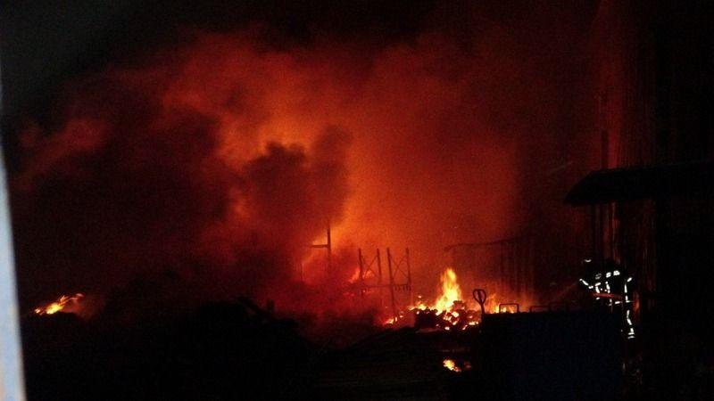 Bursa'daki palet fabrikasında yangın çıktı