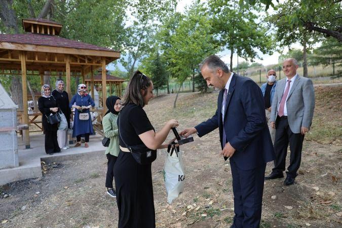 Bursa Büyükşehir Belediyesi, yapımına 2019 yılı sonlarında başladığı Yenice Göleti Mesire Alanı'ndaki düzenleme çalışmalarını tamamlayarak şehre yeni