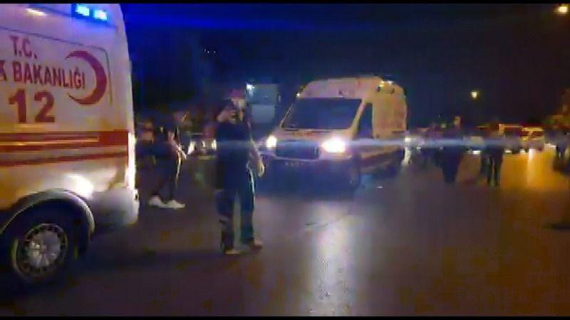 Bursa'da yolun karşısına geçmek isteyen anne ve bebek arabasındaki çocuğuna otomobil çarptı. Anne ve çocuğu hafif yaralandı.
