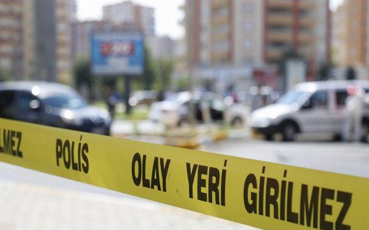 Edinilen bilgiye göre, Ertuğrul Mahallesi'nde meydana gelen olayda cinnet getirdiği ileri sürülen bir kişi pompalı tüfek ile evdeki eşi ve kızını pomp