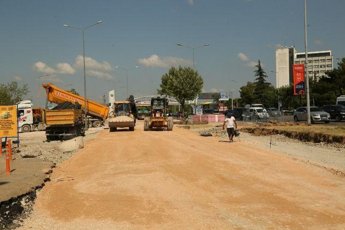 Bursa Büyükşehir Belediyesi'nde ulaşım çalışmaları son sürat devam ediyor. Büyükşehir Belediyesi kent merkezinin yanı sıra 17 ilçede sorumluluk alanın