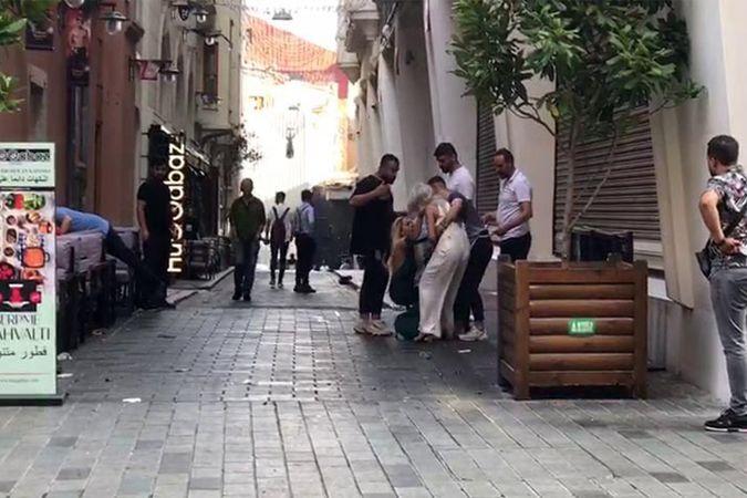 Kadınların Taksim Meydanı'nda kıskançlık kavgası kamerada