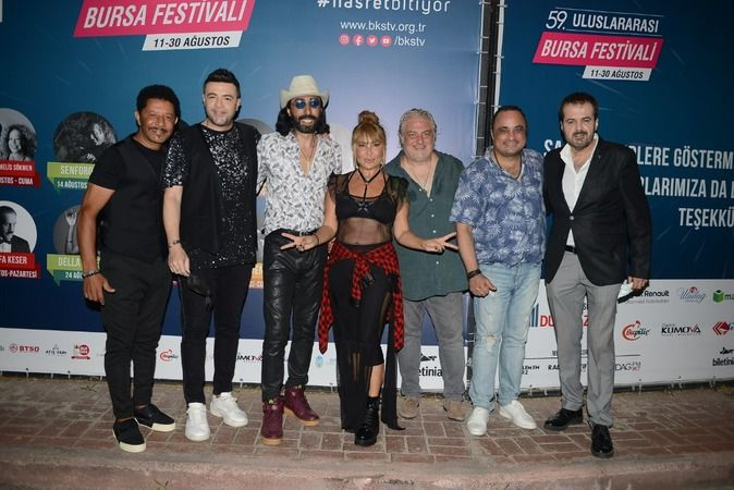 59. Uluslararası Bursa Festivali'nin 90'lar Pop Gecesi'nde efsane sanatçılar şarkılarıyla Bursa'yı salladı. Bursalılar Kültürpark'ta gece boyu eğlendi