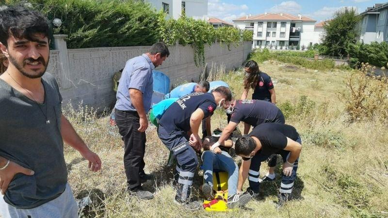 Bursa'da meydana gelen kazada kontrolden çıkan otomobil şarampole yuvarlandı. Kazada 2 kişi yaralandı.