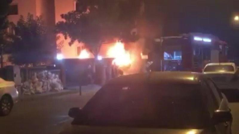 Bursa'nınNilüfer ilçesindepark halinde bulunan minibüs alev alev yandı. Alev topuna dönen minibüs kullanılamaz hale geldi.
