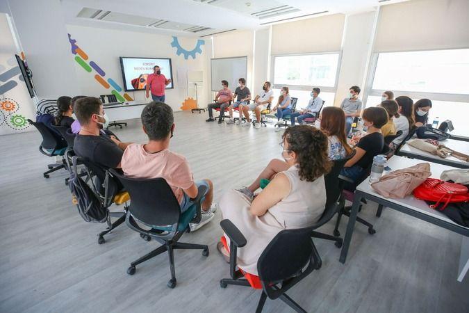 Nilüfer Belediyesi'nden gençlere dijital eğitim
